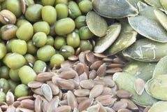 Fagioli verdi, Semi di zucca e semi di lino a macroistruzione Fotografia Stock Libera da Diritti