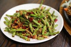 Fagiolini cinesi con carne di maiale Immagini Stock