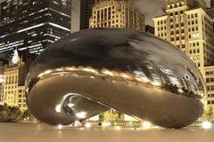 Fagiolo del Chicago alla notte immagini stock libere da diritti