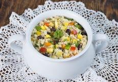 Fagiolo nero del glutine casalingo, mais ed insalata liberi della quinoa Fotografia Stock