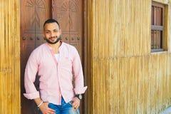 Fahidy老市的迪拜,阿拉伯联合酋长国游人 免版税库存照片