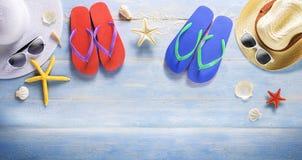 Fahnen-Sommer, hölzerne Planke des blauen Atolls Lizenzfreies Stockfoto
