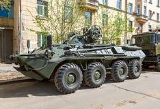 Fahrbares gepanzertes Bergungsfahrzeug ARV-K basiert auf dem BTR-80 Lizenzfreies Stockbild