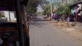 Fahren auf ein Fahrzeug in Indien stock footage