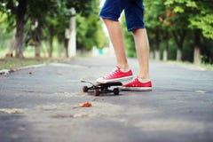 Fahren auf ein Skateboard Stockfotos
