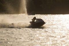 Fahren auf ein Wasserfahrzeug Stockbild
