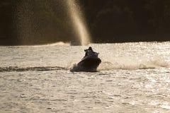 Fahren auf ein Wasserfahrzeug Lizenzfreies Stockbild