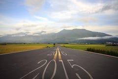 Fahren auf eine Straße in Richtung auf bevorstehendes 2016 Stockbild