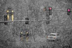 Fahren auf Schnee und Snowy-Straßen im Winter-Blizzard Stockbilder