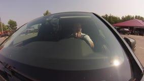 Fahren auf Waldweg stock video footage