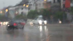Fahren des Autos beim Regnen stock footage