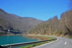 Fahren durch den Fluss Lizenzfreies Stockfoto