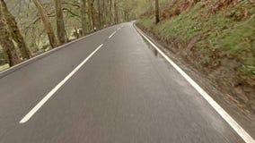 Fahren durch Nord-Wales von Carnarfon nach Aberystwyth im Regen - Wales stock footage