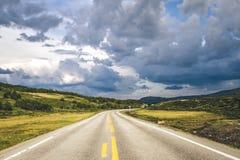 Fahren durch Norwegen Stockfoto