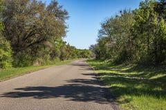Fahren einer Land-Straße Lizenzfreie Stockbilder