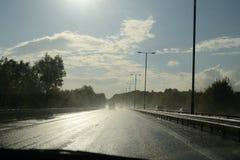 Fahren in nasse Bedingungen Lizenzfreies Stockfoto