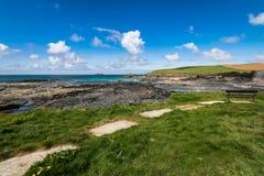 Fahren Sie Ansicht bei Trevone, Cornwall, Großbritannien die Küste entlang Lizenzfreies Stockbild