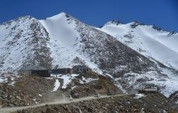 Fahren Sie auf den Berg stockfotos