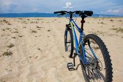 Fahren Sie auf den Strand auf der Olkhon-Insel rad Lizenzfreie Stockfotos