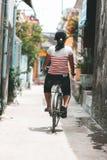Fahren Sie in die alten Straßen von Hoi An, Vietnam rad stockbilder