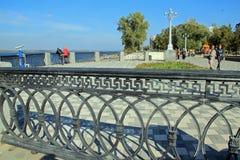 Fahren Sie in die Stadt von Samara, Russische Föderation die Küste entlang Stockbilder
