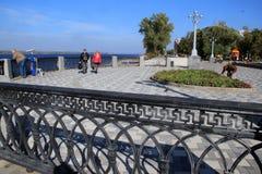Fahren Sie in die Stadt von Samara, Russische Föderation die Küste entlang Lizenzfreie Stockbilder