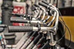 Fahren Sie Lenkstangen rad, oder metallisch Lenkrad herein Reihe in Berlin lizenzfreie stockfotografie