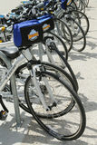 Fahren Sie rad und rollen Sie die Fahrräder, die zu den Touristen in New York bereit sind Lizenzfreie Stockfotos