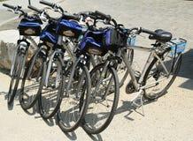 Fahren Sie rad und rollen Sie die Fahrräder, die zu den Touristen in New York bereit sind Lizenzfreie Stockfotografie