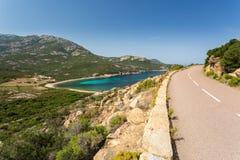 Fahren Sie Straße zwischen Galeria und Calvi in Korsika die Küste entlang Lizenzfreies Stockfoto
