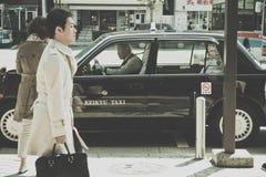 Fahren Sie Wartebereich nahe dem Ueno-Park in Tokyo mit einem Taxi Stockfotos