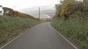 Fahren von Ynyslas zu Aberytswyth in Nord-Wales im Regen stock footage