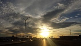 Fahren zum Sonnenuntergang Stockbild