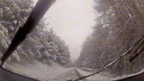 Fahrer POV-Ansicht des Winterschnee-Antriebs stock video footage