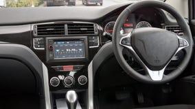 Fahrer ` s Sitz im Auto mit einem weißen Innenraum Lizenzfreie Stockfotos