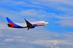 Fahrgestell, das auf Flugzeuge der Feiertags-Jet2 zurückgezogen wird lizenzfreie stockfotos