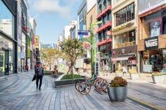 Fahrräder geparkt auf Gwangbokro kulturell und Mode-Straße, Busan lizenzfreies stockfoto