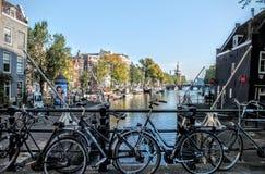 Fahrräder in Amsterdam Stockfoto