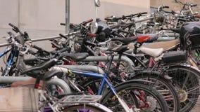 Fahrräder auf dem Parken