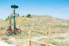 Fahrräder auf den Sanddünen Lizenzfreies Stockfoto