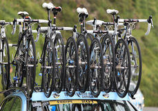 Fahrräder des Saxo Querneigung-Sungard Teams Stockbilder