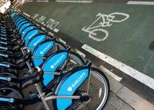 Fahrräder für Miete in London Stockbilder