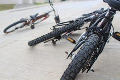 Fahrräder geworfen Stockbild