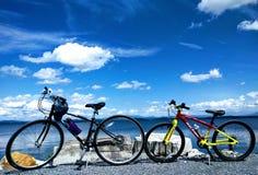 Fahrräder mit der Landschaft Lizenzfreies Stockfoto
