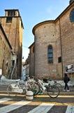 Fahrräder parkten nahe Kirche Santa Maria Maggiore Stockbild