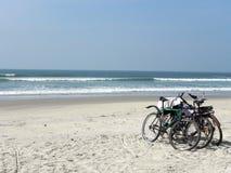 Fahrräder am Strand Süd-Goa Indien 2016 Stockfotografie