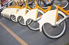 Fahrräder, zum in Mailand zu mieten Lizenzfreie Stockbilder