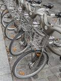 Fahrräder zum zu mieten Stockfotografie