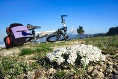 Fahrrad über dem Abgrund Lizenzfreies Stockbild