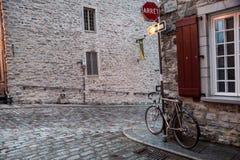 Fahrrad in altem Quebec Stockbild